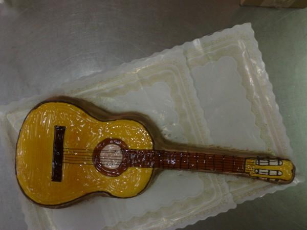 Tarta en forma de Guitarra - Pasteleria en Lorca y Aguilas